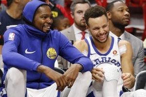 NBA 2017-18, Golden State Warriors 114-109 Atlanta Hawks: Curry & Durant song kiếm hợp bích