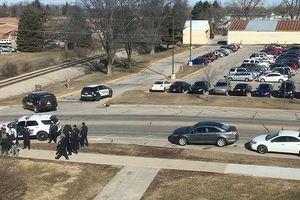 Mỹ: Con trai nổ súng sát hại cha mẹ tại trường học rồi bỏ trốn