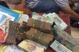 Bắt giữ 13 con bạc đang sát phạt cùng 85 triệu đồng tiền mặt