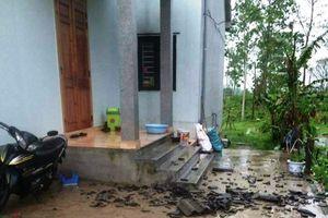 Huế: Lốc xoáy khiến nhiều nhà dân bị quật tốc mái, hư hỏng