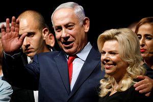 Cảnh sát gõ cửa thẩm vấn vợ chồng Thủ tướng Israel tại tư gia