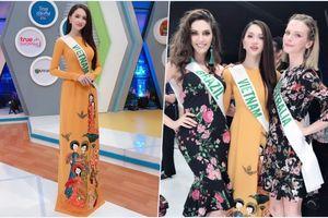 Hương Giang Idol đẹp rực rỡ, diện áo dài 'chặt đẹp' dàn thí sinh trong buổi phỏng vấn cho đài truyền hình Thái Lan