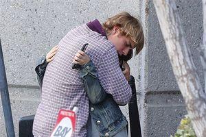 Tài năng, chung tình còn yêu mẹ hết mực, Justin Bieber đích thị là 'Mr.Right'!