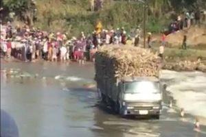 Nỗ lực cứu xe mía giữa dòng nước lũ, một chiến sĩ công an hi sinh