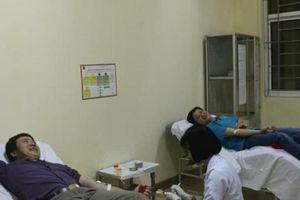 2 người đàn ông vượt 200km hiến máu cực hiếm cứu người
