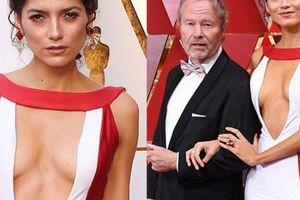 Minh tinh Ý bị chê mặc váy hở vô duyên khi dự Oscar với bồ già