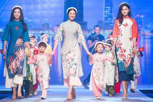 Hoa hậu Ngọc Hân hội ngộ Mỹ Linh, Thanh Tú, Thùy Dung trên sàn catwalk