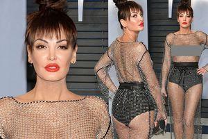 Tiệc hậu Oscar 'nhức mắt' vì nữ ca sĩ người Albani để ngực trần