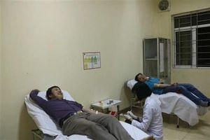 Thầy giáo vượt đêm từ Quảng Bình ra Hà Tĩnh cứu người thuộc nhóm máu gì?
