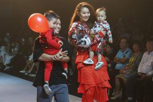 Siêu mẫu Thanh Hằng, Minh Tú, Hoa hậu Đỗ Mỹ Linh tỏa sáng trên sàn diễn Asian Kids Fashion Week