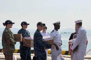 Tàu sân bay của Mỹ vào vịnh Đà Nẵng, các thủy thủ đầu tiên lên bờ