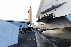 Cận cảnh tàu sân bay Mỹ USS Carl Vinson đang thăm TP Đà Nẵng