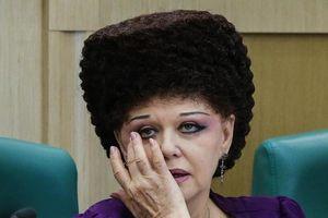 Nữ nghị sĩ Nga bực bội vì bị dân mạng 'soi' kiểu tóc