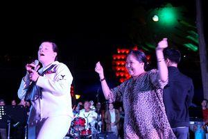 Người dân Đà Nẵng hào hứng với màn trình diễn văn nghệ của Hạm đội 7