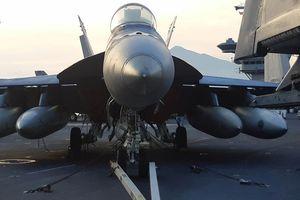 Ngắm dàn tiêm kích trên tàu sân bay USS Carl Vinson
