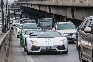 Dàn siêu xe Car & Passion bị 'bủa vây' trên đường phố Hà Nội
