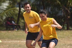 Nữ Hải quân Mỹ giao lưu bóng đá với trẻ em bất hạnh Đà Nẵng