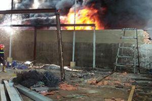 Chiến sĩ PCCC TP.HCM giải cứu nhiều người mắc kẹt trong đám cháy