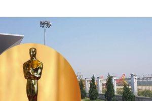 Đa sắc: Oscar nỗ lực 'lột xác' và 11 giây người tâm thần đột nhập sân bay