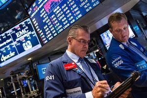 Lo ngại chiến tranh thương mại lơ lửng, nhưng chứng khoán Mỹ vẫn 'xanh'