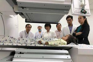 Bệnh viện nhi đầu tiên xạ hình trị bệnh cho trẻ