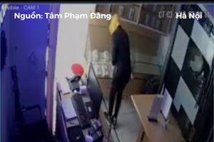 Trộm bẻ khóa, 'gom' cửa hàng điện thoại giữa ban ngày