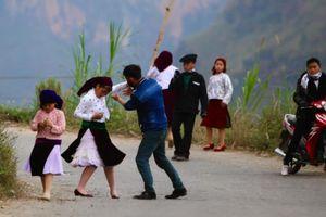 Chưa kịp tốt nghiệp trung học, nhiều nữ sinh Nghệ An bị trai làng 'bắt vợ'