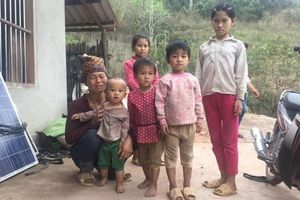 Vụ 2 bố con cùng bị cứa cổ tử vong: Người vợ dắt đàn con đi 'sơ tán'