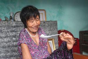 Ước nguyện ngày 8/3 của người đàn bà cô đơn ăn cơm bằng chân