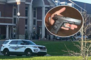 Hai người thương vong, nghi do nam sinh khoe súng với bạn gái