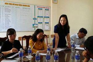 Động viên cô giáo quỳ gối xin lỗi phụ huynh yên tâm công tác trở lại