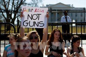 Vụ xả súng ở Florida: Chính quyền địa phương thông qua dự luật kiểm soát súng