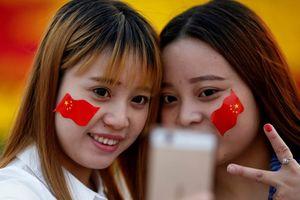 Muôn kiểu mừng 8.3 của sinh viên Trung Quốc