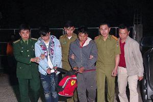 Bắt giữ hai đối tượng người Lào vận chuyển ma túy vào Việt Nam