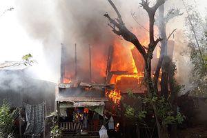 4 căn nhà liền kề bị cháy rụi