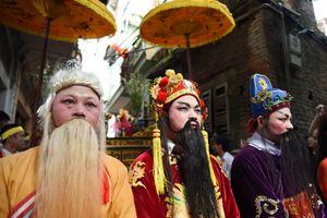 Bộ ba Phúc - Lộc - Thọ trong lễ rước đình đám ở Bắc Giang