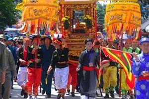 Người người chen chân tại lễ hội quy mô và kéo dài nhất xứ Lạng