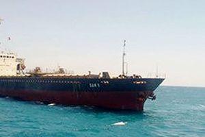 Cứu hộ thành công tàu chở gần 8.000 tấn than mắc cạn