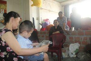 Lạ lùng cháu bé mới 3 tuổi đã đọc chữ vanh vách
