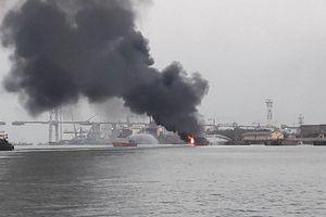Hải Phòng: Tàu chở dầu bất ngờ bốc cháy tại cảng