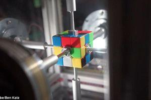 Robot xác lập kỷ lục thế giới về tốc độ xoay rubic