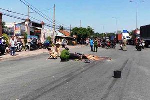 Trên đường đến khu du lịch, người phụ nữ ngã vào bánh xe đầu kéo
