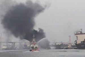 Sẵn sàng ngăn sự cố tràn dầu từ tàu cháy ở Hải Phòng