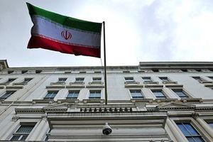 Đại sứ quán Iran ở London bị 4 kẻ mang hung khí đột nhập, hạ cờ