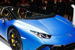 Mui trần ''vạn người mê'' Lamborghini Huracan Spyder Performante trình làng