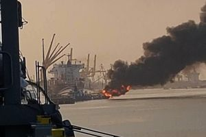 Bộ trưởng Công an chỉ đạo khắc phục sự cố vụ cháy tàu xăng dầu ở cảng Đình Vũ