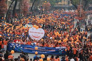 5.000 người xuống đường đi bộ trong Ngày làm việc tốt