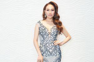 'Angelia Jolie Việt Nam' Ngô Anh Thư thử sức thi hoa hậu