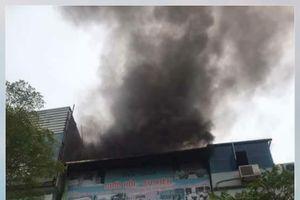 Hà Nội: Cháy ngùn ngụt ngôi nhà trên phố Xã Đàn