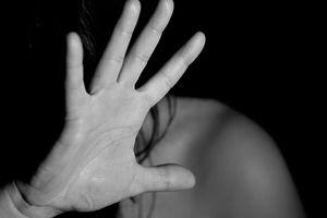 Ấn Độ: Chồng tạt axit vào vợ vì nghĩ cố tình đẻ con gái
